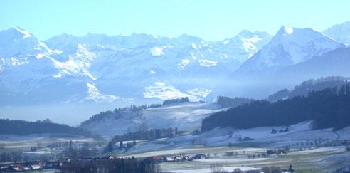 Aussichten von Rüeggisberg von der Innerschweiz bis zum Gantrischgebiet und bei spezieller Sicht auch den Waadtländer-Jura